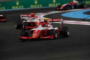 Arthur Leclerc, Prema Racing, devance Olli Caldwell, Prema Racing