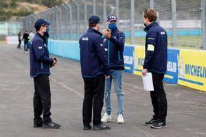 Tom Blomqvist, NIO 333, with his team on the track walk