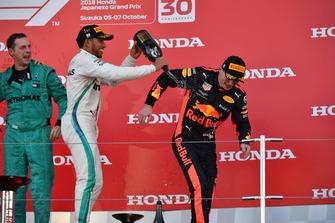 Matt Deane, Mercedes AMG F1 Hoofdmonteur, Lewis Hamilton, Mercedes AMG F1 en Max Verstappen, Red Bull Racing op het podium
