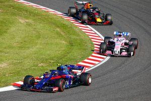 Pierre Gasly, Scuderia Toro Rosso STR13, devance Sergio Perez, Racing Point Force India VJM11, et Daniel Ricciardo, Red Bull Racing RB14