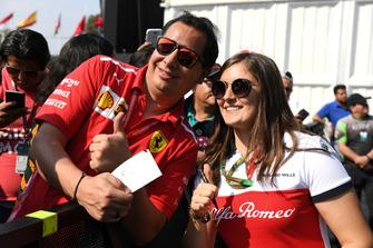 Tatiana Calderon, Sauber Test Driver fans selfie