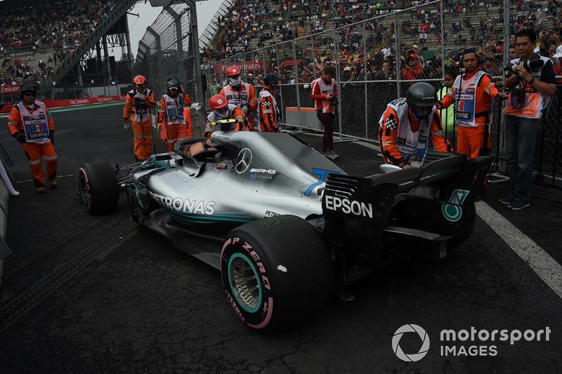 La monoplace de Valtteri Bottas, Mercedes AMG F1 W09 EQ Power+ arrêtée en piste
