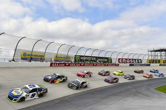 Chase Elliott, Hendrick Motorsports, Chevrolet Camaro NAPA Auto Parts e Alex Bowman, Hendrick Motorsports, Chevrolet Camaro Axalta