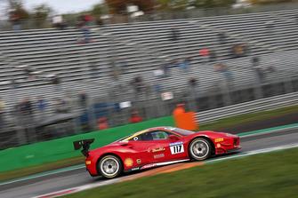 #117 Ferrari 488, Scuderia Praha: Dusan Palcr