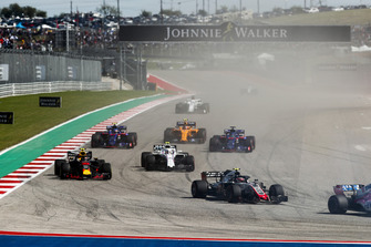 Kevin Magnussen, Haas F1 Team VF-18, voor Max Verstappen, Red Bull Racing RB14, Sergey Sirotkin, Williams FW41, Brendon Hartley, Toro Rosso STR13, Pierre Gasly, Scuderia Toro Rosso STR13, Stoffel Vandoorne, McLaren MCL33