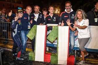 I Campioni 2018 Anna Andreussi, Paolo Andreucci, Peugeot Sport Italia, festeggiano l'11esimo titolo