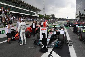 Pole sitter Lewis Hamilton, Mercedes AMG F1 talks with Paul di Resta, Sky TV in parc ferme