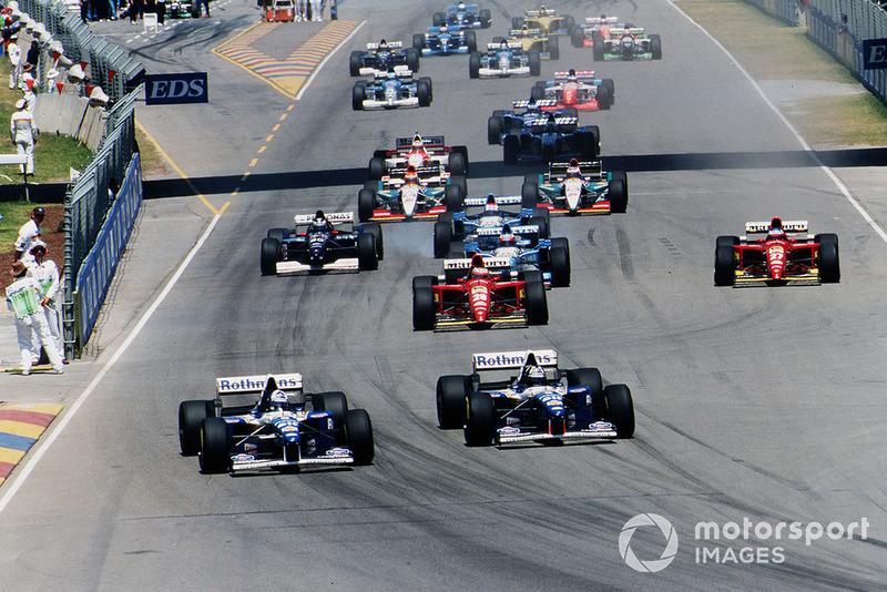 Damon Hill devant son coéquipier David Coulthard, Williams FW17B Renault, au départ de la course