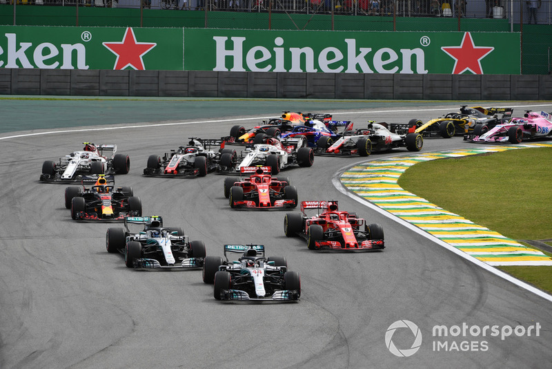 Lewis Hamilton, Mercedes-AMG F1 W09 leads Valtteri Bottas, Mercedes-AMG F1 W09 and Sebastian Vettel, Ferrari SF71H at the start of the race