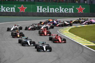 Lewis Hamilton, Mercedes-AMG F1 W09 leads Valtteri Bottas, Mercedes-AMG F1 W09 and Sebastian Vettel, Ferrari SF71H at the start of the race