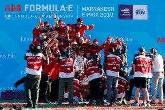 Jérôme d'Ambrosio, Mahindra Racing, the Mahindra Racing team celebrate victory