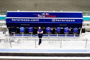 Ingegneri Toro Rosso al muretto box