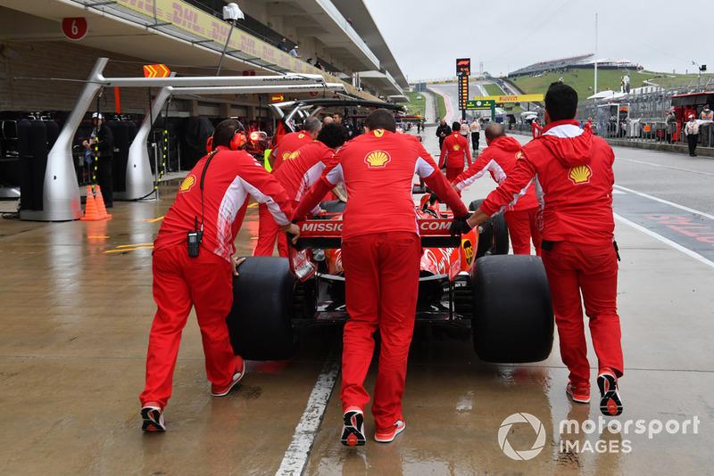 Mekanik Ferrari mendorong SF71H