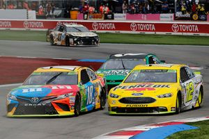 Kyle Busch, Joe Gibbs Racing, Toyota Camry M&M's Ryan Blaney, Team Penske, Ford Fusion Menards/Pennzoil