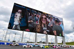 Regan Smith, Leavine Family Racing, Chevrolet Camaro Procore, Cole Whitt, TriStar Motorsports, Chevrolet Camaro Rinnai