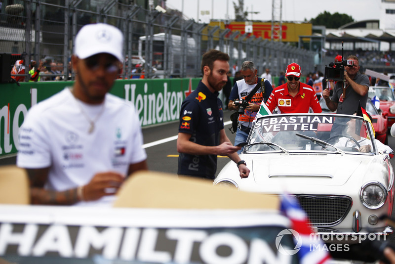 Sebastian Vettel, Ferrari, y Lewis Hamilton, Mercedes AMG F1,