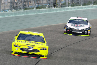 Ryan Blaney, Team Penske, Ford Fusion Menards/Richmond e Kevin Harvick, Stewart-Haas Racing, Ford Fusion Jimmy John's