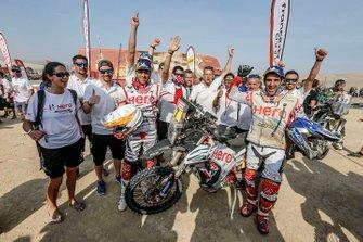 Гонщики Hero MotoSports Team Rally Хоаким Родригес, Ориоль Мена и команда