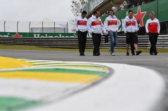 Antonio Giovinazzi, Sauber walks the track