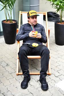 Fernando Alonso, McLaren in a deck chair