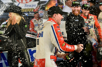 1. Kevin Harvick, Stewart-Haas Racing, Ford Fusion Mobil 1