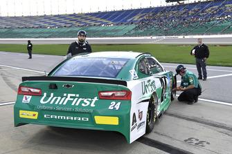 William Byron, Hendrick Motorsports, Chevrolet Camaro Unifirst crew
