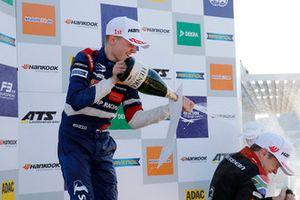 Le podium des débutants : Robert Shwartzman, PREMA Theodore Racing Dallara F317 - Mercedes-Benz