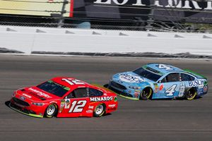 Ryan Blaney, Team Penske, Ford Fusion Menards/Wrangler Riggs Workwear and Kevin Harvick, Stewart-Haas Racing, Ford Fusion Busch Light