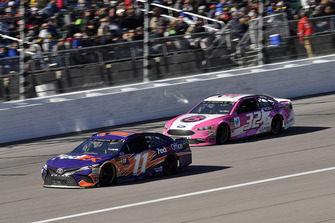 Denny Hamlin, Joe Gibbs Racing, Toyota Camry FedEx Office e Matt DiBenedetto, Go FAS Racing, Ford Fusion Plan B Sales