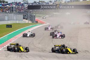 Nico Hulkenberg, Renault Sport F1 Team R.S. 18, Carlos Sainz Jr., Renault Sport F1 Team R.S. 18, Esteban Ocon, Racing Point Force India VJM11, Charles Leclerc, Sauber C37, Romain Grosjean, Haas F1 Team VF-18, Sergio Perez, Racing Point Force India VJM11, y el resto del grupo