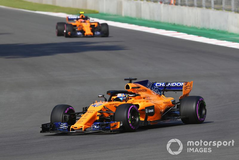 Lando Norris, McLaren MCL33 and Stoffel Vandoorne, McLaren MCL33