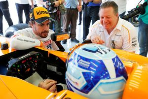 Jimmie Johnson in the McLaren, Fernando Alonso, Zak Brown