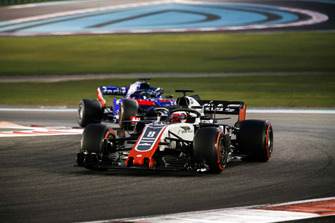 Romain Grosjean, Haas F1 Team VF-18, devant Brendon Hartley, Toro Rosso STR13
