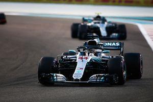 Lewis Hamilton, Mercedes AMG F1 W09 EQ Power+ devant Valtteri Bottas, Mercedes AMG F1 W09 EQ Power+