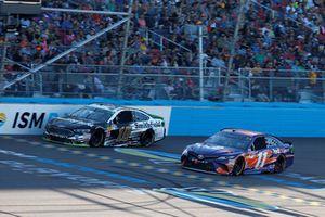 Denny Hamlin, Joe Gibbs Racing, Toyota Camry FedEx Ground, Aric Almirola, Stewart-Haas Racing, Ford Fusion Smithfield