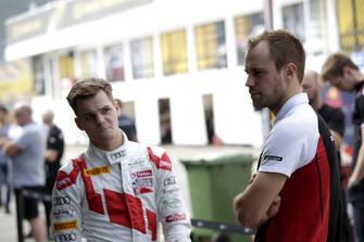 #88 Audi Sport Team WRT Speedstar Audi R8 LMS: Dries Vanthoor, #911 Manthey-Racing Porsche 911 GT3 R: Laurens Vanthoor