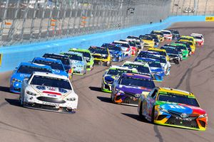 Kyle Busch, Joe Gibbs Racing, Toyota Camry M&M's, Brad Keselowski, Team Penske, Ford Fusion Miller Lite