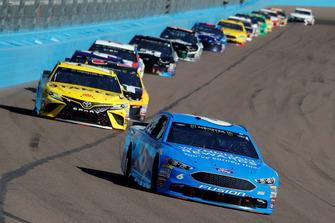 Matt Kenseth, Roush Fenway Racing, Ford Fusion Wyndham Rewards and Daniel Suarez, Joe Gibbs Racing, Toyota Camry STANLEY