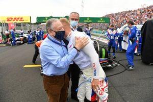 Jean Todt, President, FIA, Nikita Mazepin, Haas F1, and Stefano Domenicali, CEO, Formula 1, on the grid