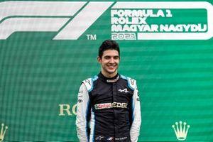 Podio: ganador de la carrera Esteban Ocon, Alpine F1