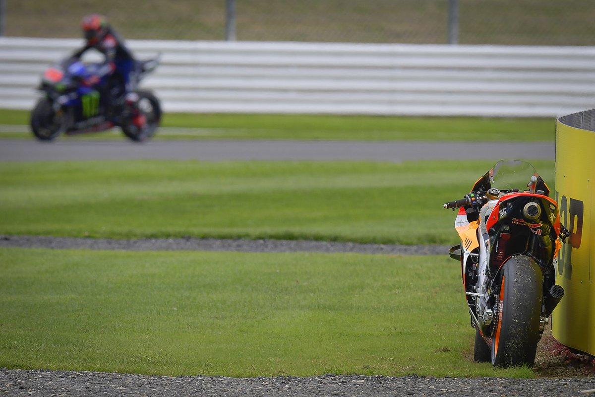 La moto de Marc Márquez, Repsol Honda Team, tras su caída