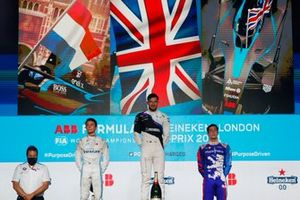 Nyck de Vries, Mercedes-Benz EQ, 2nd position, Jake Dennis, BMW i Andretti Motorsport, 1st position, Alex Lynn, Mahindra Racing, 3rd position, on the podium