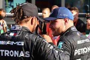 Segundo lugar Lewis Hamilton, Mercedes y el tercer lugar Valtteri Bottas, Mercedes