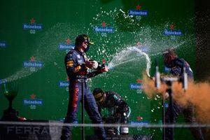 Podium : le vainqueur Max Verstappen, Red Bull Racing