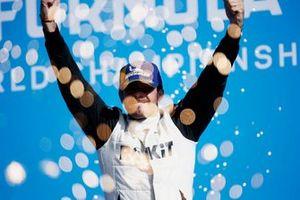 Norman Nato, Venturi Racing, 1e plaats, viert feest op het podium
