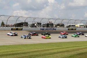 Kyle Larson, Hendrick Motorsports, Chevrolet Camaro Cincinnati, Chase Elliott, Hendrick Motorsports, Chevrolet Camaro NAPA Auto Parts