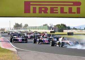 Roman Stanek, Hitech Grand Prix, David Schumacher, Trident, Jack Doohan, Trident, bij de start