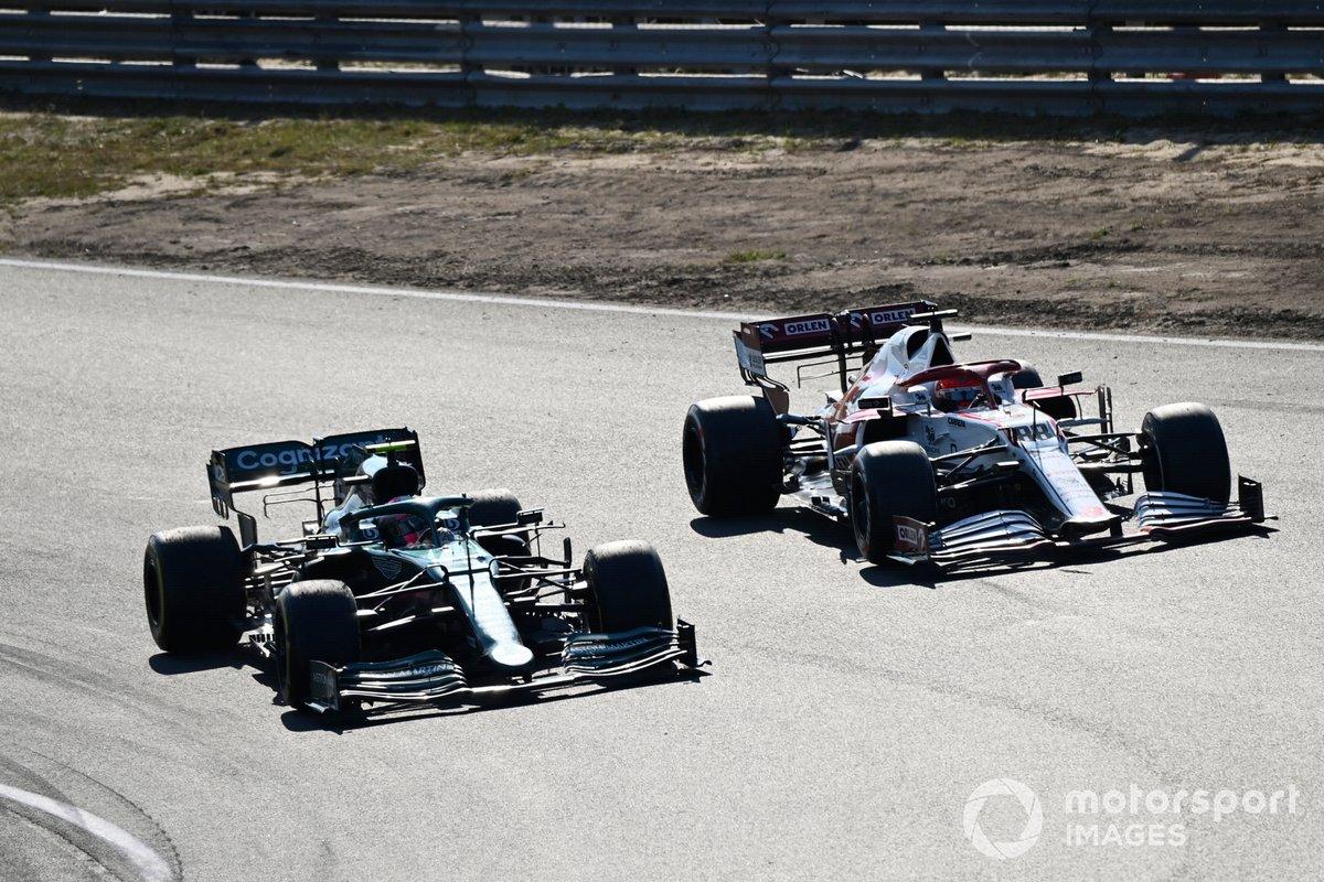 Sebastian Vettel, Aston Martin AMR21, Robert Kubica, Alfa Romeo Racing C41