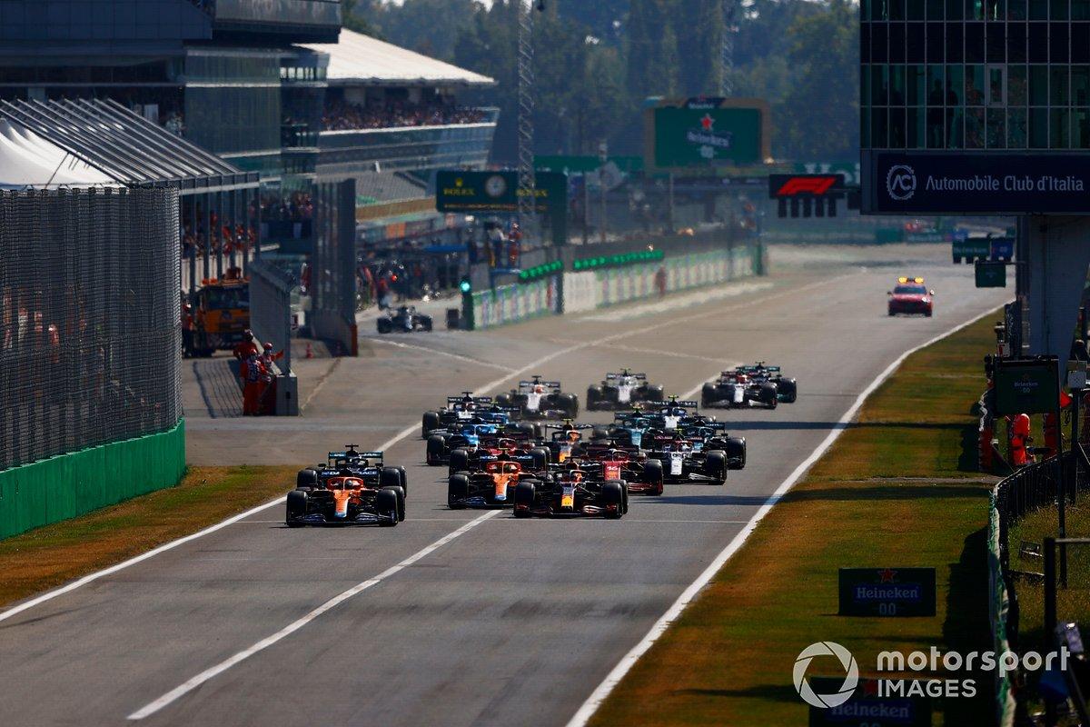 Daniel Ricciardo, McLaren MCL35M, Max Verstappen, Red Bull Racing RB16B, Lando Norris, McLaren MCL35M, Lewis Hamilton, Mercedes W12, Charles Leclerc, Ferrari SF21