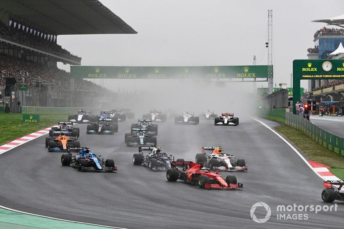 Arrancada Charles Leclerc, Ferrari SF21, Sergio Pérez, Red Bull Racing RB16B, Pierre Gasly, AlphaTauri AT02, Fernando Alonso, Alpine A521